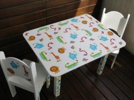 Juego de mesa y 2 sillas para ni os en decoupage mesas y - Mesita con sillas infantiles ...